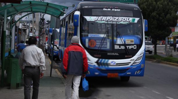 La Federación Nacional de Transporte Urbano del Ecuador se opone a la aprobación, en segundo debate, de las reformas a la Ley de Tránsito. Foto: Glenda Giacometti / EL COMERCIO