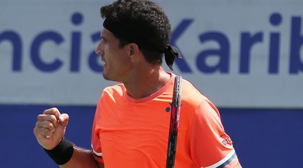 Emilio Gómez se clasificó a las semifinales en Salinas, tras derrotar al japonés. Foto: Challenger de Salinas