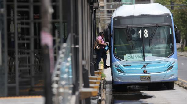 Las personas reportaron que las unidades no estuvieron abarrotadas el feriado del 30 de abril del 2021, como otros días. Foto: Julio Estrella/ EL COMERCIO
