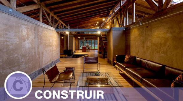 En Casa Patios hay cinco muros portantes de tapial. Está ubicada en la provincia de Cotopaxi. Cortesía rama estudio, foto: Jag Studio