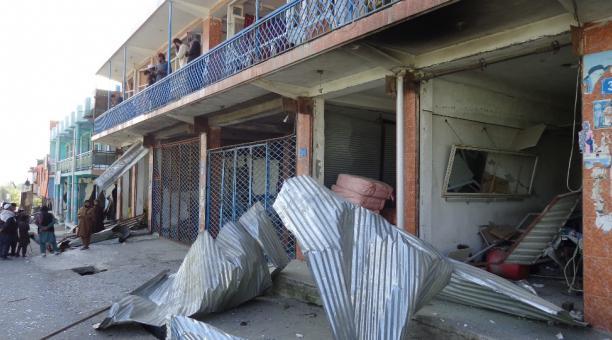 Un edificio dañado como consecuencia de la explosión de un camión bomba en Logar, Afganistán. Foto: EFE