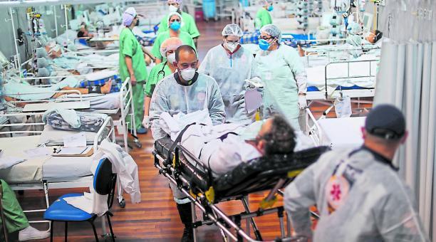 Sala de pacientes con covid-19 en el Hospital Santo Andrés, Brasil. Con la pandemia llegó la pobreza a la región. Foto: Reuters