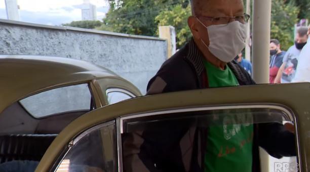 El docente Marcelo Siqueira se desprendió del auto por problemas económicos, pero todo el barrio lo sorprendió. Foto captura RPC