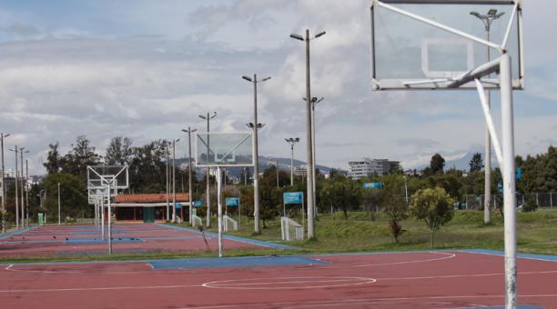 En La Carolina se optó por sacar los aros de los tableros de básquet para evitar que ahí se jueguen partidos.