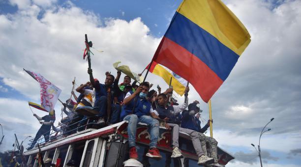 En las principales ciudades de Colombia se realizaron masivas concentraciones y marchas este 1 de mayo del 2021 para exigir al presidente colombiano, Iván Duque, que retire el proyecto de reforma fiscal. Las protestas que ocurren desde hace tres días ocur