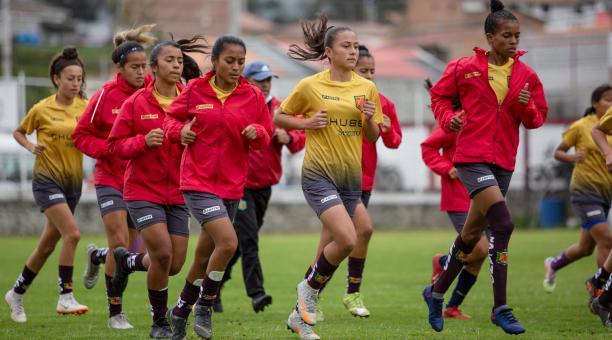 Un entrenamiento del Deportivo Cuenca, previo al inicio de la Superliga femenina. Tomado del Deportivo Cuenca.