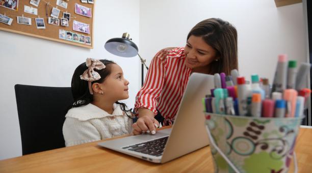 El nuevo año escolar en el ciclo Costa se mantendrá bajo la modalidad virtual, de acuerdo al Ministerio de Educación del Ecuador. Foto: ARCHIVO EL COMERCIO