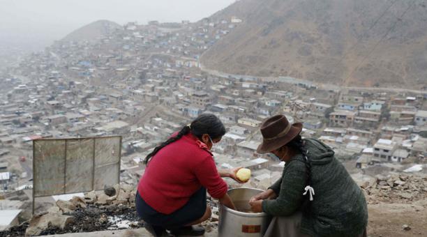Perú atraviesa la segunda ola de contagios de coronavirus y acumula desde marzo de 2020 más de 1,8 millones de casos y supera los 62.000 fallecidos por la enfermedad. Foto: EFE