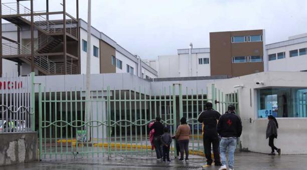 En los hospitales General Docente Ambato y del Instituto Ecuatoriano de Seguridad Social las 30 camas en las Unidades de Cuidados Intensivos  continúan llenas. Foto: Glenda Giacometti / EL COMERCIO