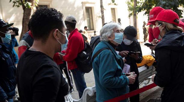 Chile se encuentra sumido en una segunda ola de la pandemia que desde el año pasado deja 1,2 millones de casos y 26 659 fallecidos. Foto: EFE