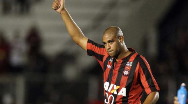 El futbolista brasileño Adriano recibirá un homenaje en Brasil. EFE