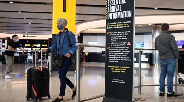 Los operadores aéreos han pedido al Gobierno establecer los mecanismos para evitar aglomeraciones de pasajeros que requieran salir de viaje por vacaciones. Foto: EFE