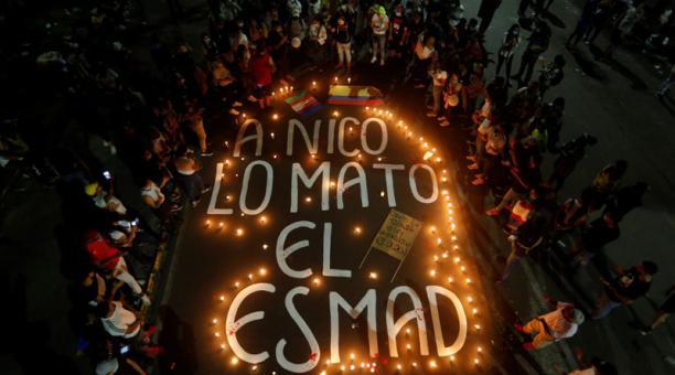 Familiares y amigos se han concentrado en el sitio en donde murió Nicolás Guerrero, un joven de 22 años que perdió la vida por un disparo en el cráneo, durante enfrentamientos entre manifestantes y la Policía de Colombia. Su caso ha sido tomado para visib