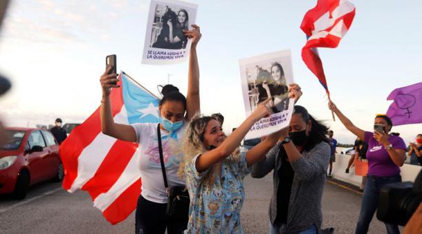 Bereliz Nichole (c), hermana de la joven Keishla Rodríguez, encontrada sin vida en una laguna cerca de San Juan, participa en una protesta contra su asesinato en San Juan (Puerto Rico). El boxeador puertorriqueño Félix Verdejo se entregó a las autoridades