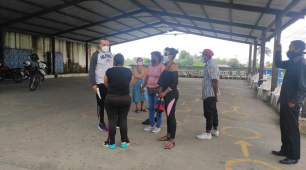 Familiares de las víctimas fueron atendidas por las autoridades de la prisión, que dieron una explicación sobre lo ocurrido. Foto: Cortesía.