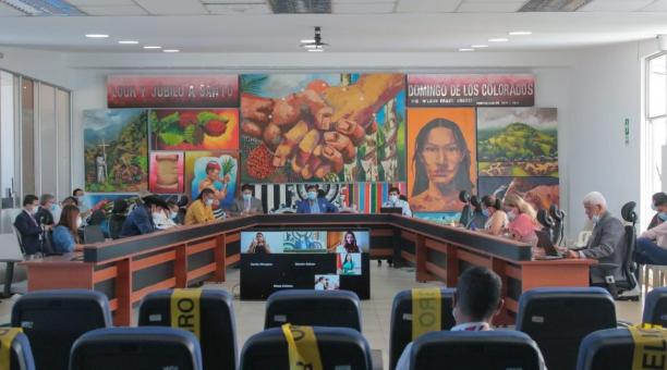 En la sesión de Concejo Cantonal se dio a conocer la firma del contrato. Foto: Cortesía