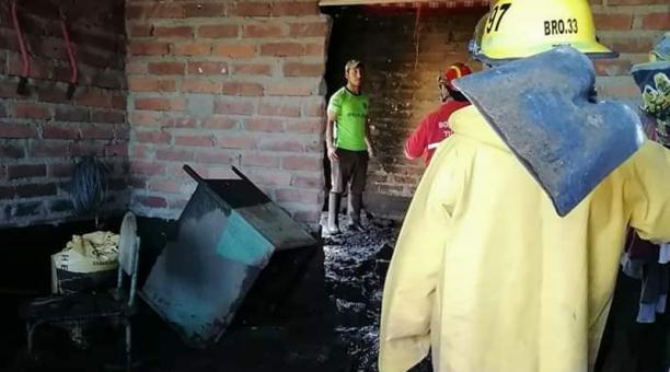 En total 12 viviendas resultaron afectadas, según los informes del Cuerpo de Bomberos de Tulcán. Foto: Cortesía Cuerpo de Bomberos de Tulcán
