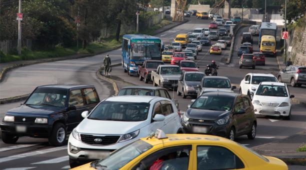 """Con las reformas a la Ley de Tránsito ya no habrá reducción de puntos a la persona que conduzca un vehículo sin """"las placas de identificación correspondientes"""" o que circule con las """"placas alteradas u ocultas""""."""