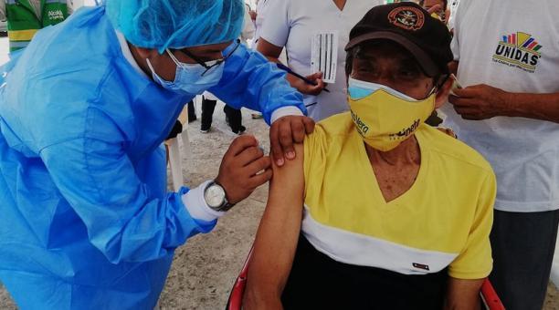 Un punto de vacunación contra la covid-19 se instaló en la extensión de la Universidad Estatal Península de Santa Elena (UPSE) en Manglaralto. Foto: Cortesía Coordinación Zonal 5