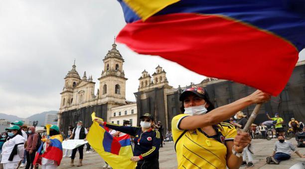 La tensión reina este miércoles 5 de mayo de 2021 en las calles de Colombia, donde persisten las manifestaciones contra el Gobierno mientras crece el clamor al presidente Iván Duque para que abra un diálogo nacional y terminen los desórdenes y la violenci
