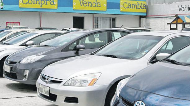 El patio de autos usados de Casabaca, ubicado en la av. 10 de Agosto y Carrión, es el primero que implementó la empresa en 1995. foto: vicente costales / El comercio