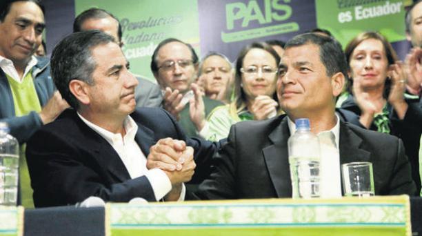 El 23 de febrero, el alcalde Augusto Barrera y el presidente Rafael Correa, luego de la derrota electoral en Quito. PATRICIO TERÁN / EL COMERCIO