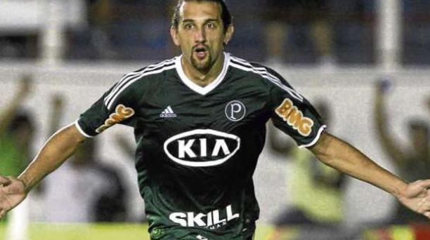 Con la camiseta del 'Verdão'. Hernán Barcos celebra uno de sus goles anotados con Palmeiras en el Campeonato Paulista de Brasil.