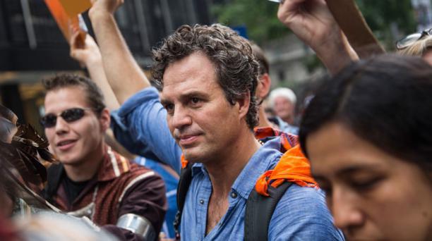 El actor Mark Ruffalo participa en la marcha contra el cambio climático en Nueva York. La marcha pide cambios políticos y económicos drásticos para frenar el calentamiento global. Foto: AFP