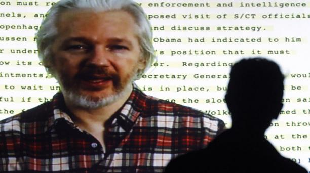 Julian Assange durante una videoconferencia en el Festival de cine sobre Derechos Humanos, en Barcelona. Foto. Quique García /  AFP
