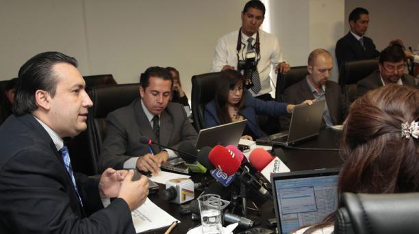 El ministro Fausto Herrera explica Pro forma presupuestaria 2015. Foto: EL COMERCIO