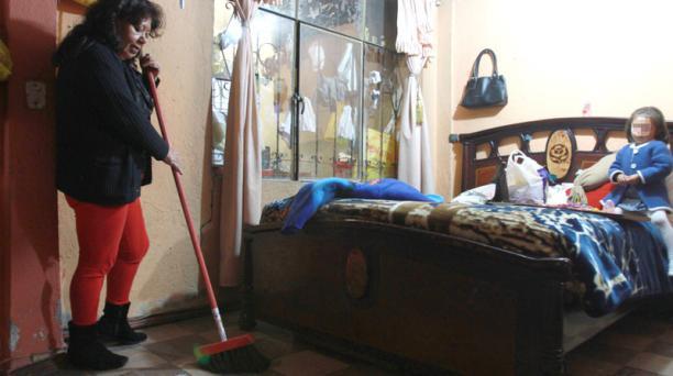 Un estudio del INEC determinó que las mujeres son las que más tiempo dedican a los trabajos en el hogar. Foto: Archivo/ EL COMERCIO