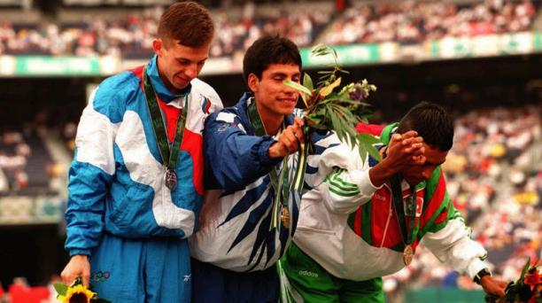 El momento en que Jefferson Perez estuvo en el podio Olímpico por primera vez. Foto: Archivo