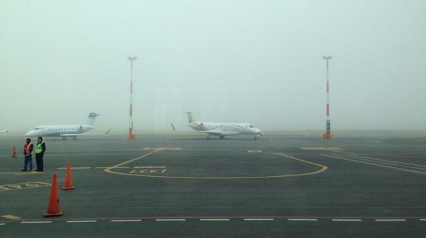 Desde las 05:50 de hoy 9 de marzo del 2015 el aeropuerto internacional Mariscal Sucre de Quito se cerró a causa del mal clima. Foto: Cortesía
