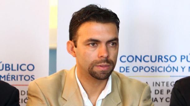 El Observatorio para el Consejo Nacional Electoral (CNE)  presentó hoy, 28 de abril del 2015, una solicitud al presidente del órgano electoral, Juan Pablo Pozo. Foto: EL COMERCIO