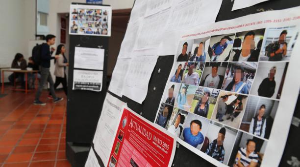 Las fotografías de 20 personas sospechosas se exhiben en una facultad de la U. Católica. Foto: Diego Pallero / EL COMERCIO