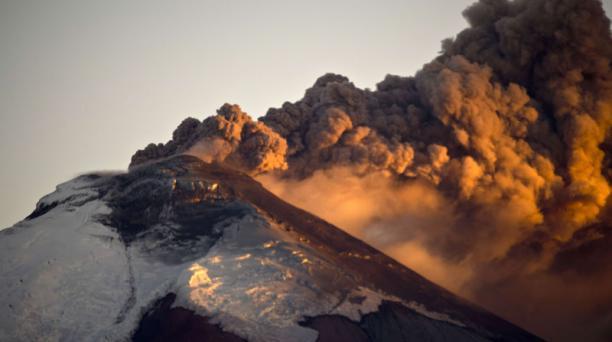 Las medidas fueron anunciadas con el fin de proteger los bienes culturales y patrimoniales en caso de una erupción del volcán Cotopaxi. Foto: AFP.
