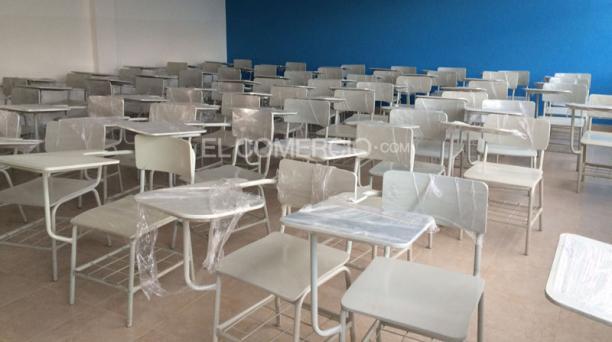 En la imagen se observa el colegio Montúrfar. El martes 1 de septiembre del 2015 ingresaron los alumnos de bachillerato. Foto: Alfredo Lagla/ EL COMERCIO.