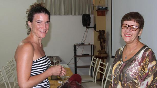 Carolina Colema y la crítica de las artes escénicas la cubana Vivian Martínez Tabarez destacaron la importancia del Festival Internacional de Teatro de Manta. Foto: Patricio Ramos / EL COMERCIO