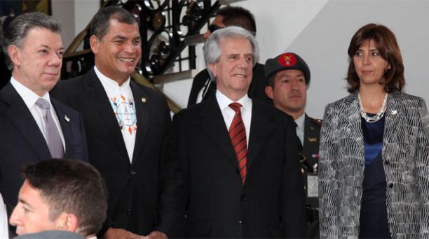 Juan Manuel Santos, presidente de Colombia; el mandatario ecuatoriano Rafael Correa; Tabaré Vásquez, de Uruguay y la canciller María Ángela Holguín. Foto: Pavel Calahorrano / EL COMERCIO