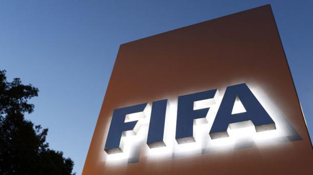El logo de la FIFA en su cuartel general ubicado en Zurich, Suiza. EFE