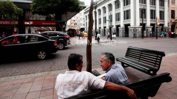En la esquina de Escobedo, se ubica una de las nueve edificaciones patrimoniales en esta avenida. Foto: Gabriel Proaño/ EL COMERC