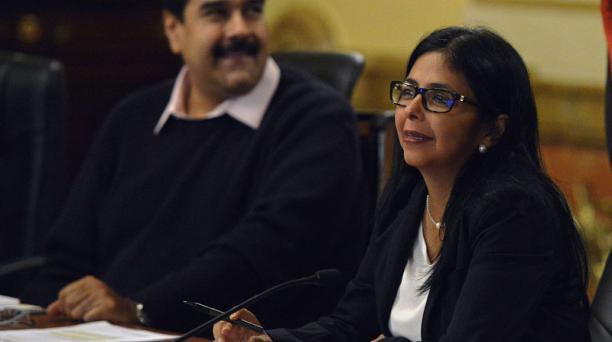 El presidente de Venezuela, Nicolas Maduro, junto a la canciller  Delcy Rodriguez. Foto. Juan Barreto / AFP