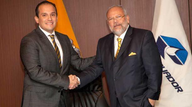 Alex Bravo (izq.) reemplazará a Carlos Pareja Yanuzzelli, en la gerencia de Petroecuador. Foto: Cortesía Petroecuador