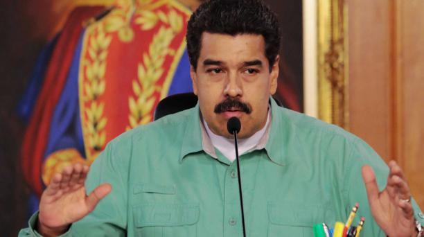 Nicolas Maduro, presidente de Venezuela, habla durante una transmisión televisiva en Caracas el 4 de enero del 2016.AFP