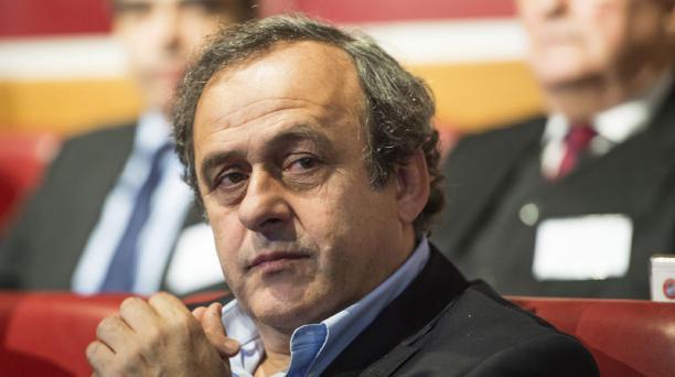 Fotografía de archivo fechada el 15 de diciembre de 2014 que muestra al presidente de la UEFA, el francés Michel Platini, durante el sorteo de los octavos de final de la UEFA Champions League en la sede de la UEFA en Nyon, Suiza. EFE