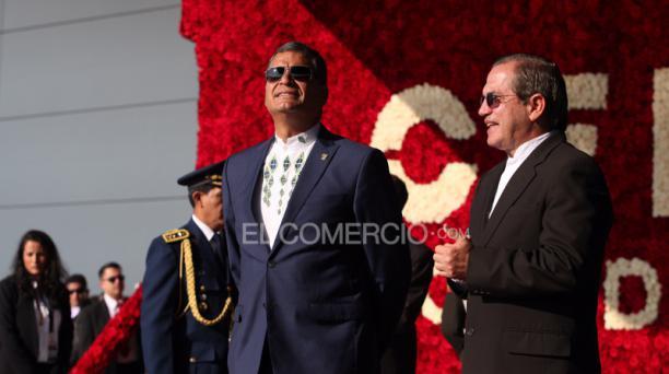 El presidente Rafael Correa junto al canciller Ricardo Patiño en la sede de la Unasur para el inicio de la Cumbre de la Celac. Foto: Vicente Costales / EL COMERCIO