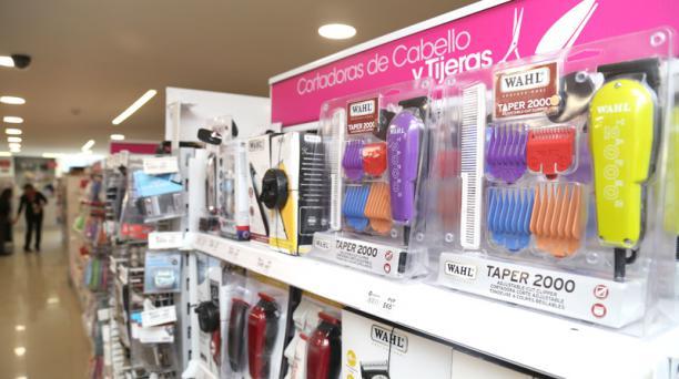 En Almacenes Montero las máquinas para cortar el pelo tendrán menos salvaguardia. Foto: Diego Pallero / EL COMERCIO