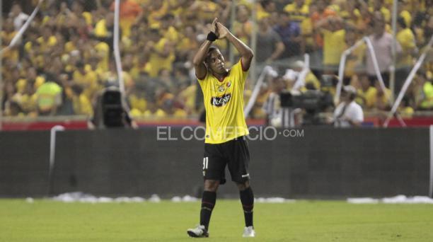 Ronaldinho jugó como titular en el conjunto torero y fue ovacionado por los aficionados presentes en el Monumental. Foto: Mario Faustos / EL COMERCIO
