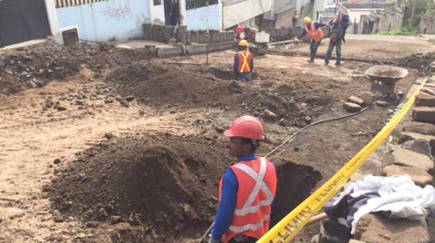 Tras los hundimientos en Chilibulo se realizan obras para rellenar los huecos. Foto: Alfredo Lagla/ EL COMERCI