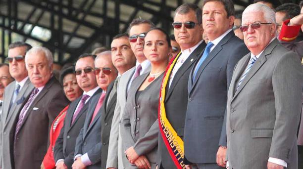 El presidente Rafael Correa y sus ministros llegaron ayer 26 de febrero del 2016 a la ceremonia militar, en Quito. Foto: Eduardo Terán / EL COMERCIO